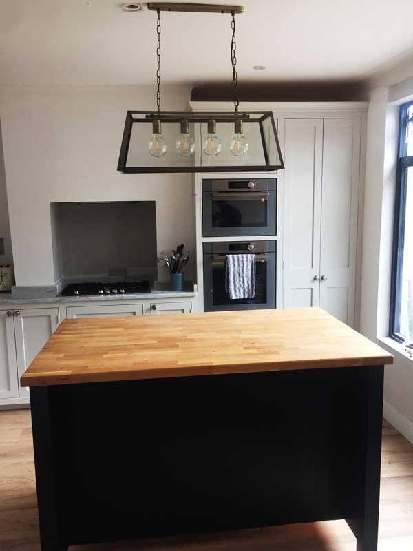 Kitchens, Bespoke Kitchens, Solid Wood Kitchens. New England Style kitchens, Shaker Style Kitchens. Freestanding Kitchens, Han, The Castle Kitchen Range
