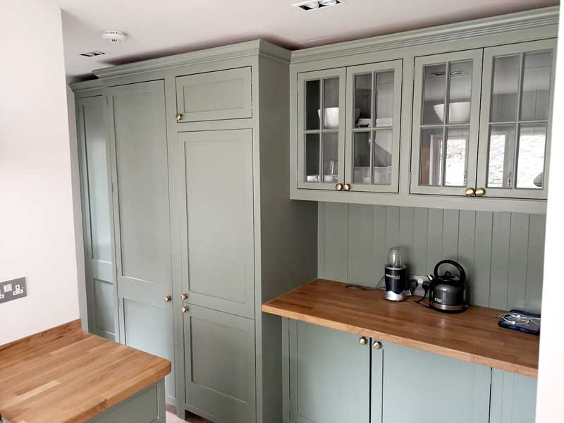 Kitchens, Bespoke Kitchens, Solid Wood Kitchens. New England Style kitchens, Shaker Style Kitchens. Freestanding Kitchens, Han, The Castle Kitchen Range